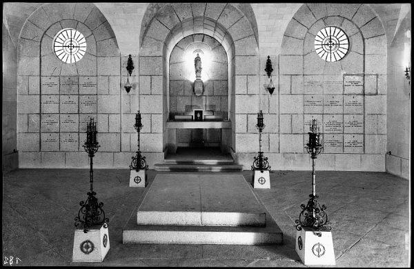 18 - 1952-11-00 - 182 - Toledo - Cripta del Alcázar