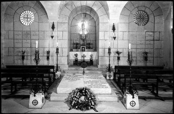 19 - 1958-06-00 - 086 - Toledo - Cripta del Alcázar