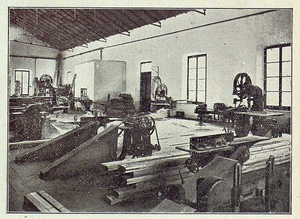 206_TRA-1918-096-Fábrica de Armas, taller de carpintería