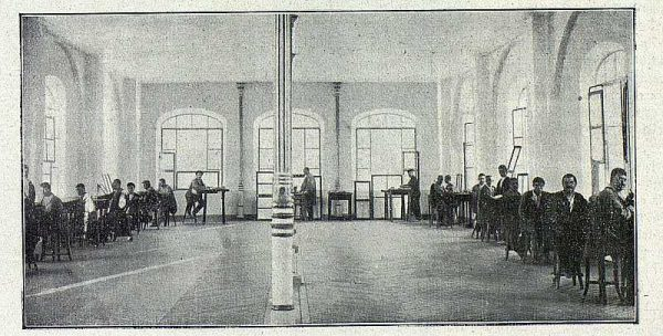 208_TRA-1918-096-Fábrica de Armas, taller de cincelado