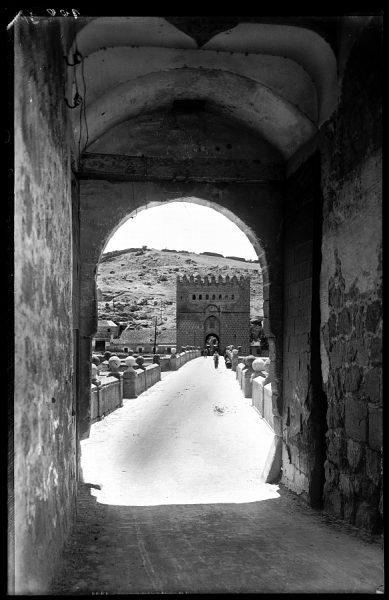 21 - 1947-07-00 - 100 - Toledo - Puente de San Martín