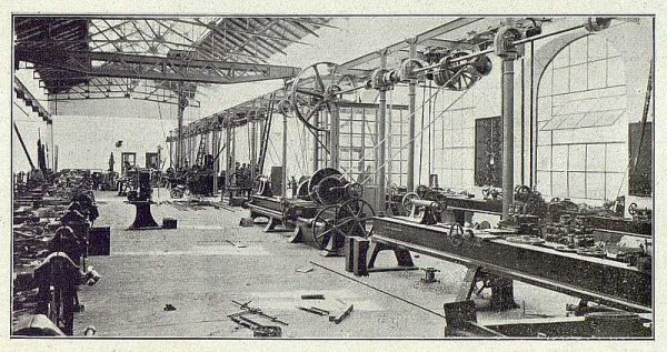 211_TRA-1918-096-Fábrica de Armas, taller de reparaciones