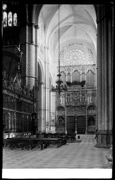22 - 132 - Toledo - Catedral. Crucero y Puerta de los Leones