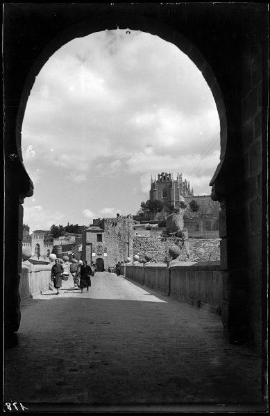 22 - 1958-06-00 - 178 - Toledo - Puente de San Martín