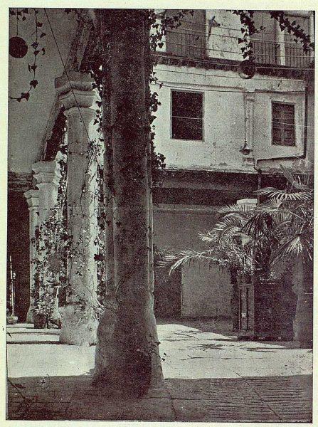 222_TRA-1922-181-Patio de la antigua Fábrica de Armas-Foto Clavería