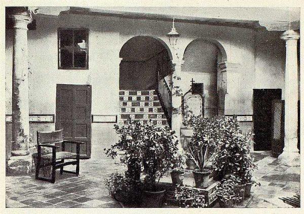 245_TRA-1928-256-Hospedería para artistas, patio-Foto Rodríguez
