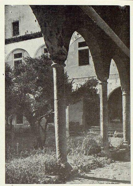 253_TRA-1923-196-Patio del Hospital de Santa Cruz