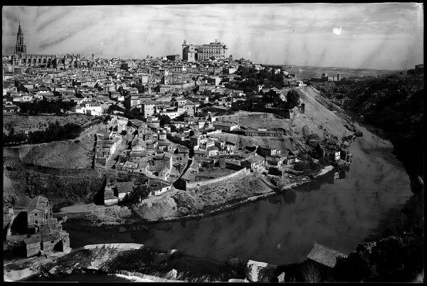 26 - 1961-04-00 - Toledo - Vista parcial desde el Valle_1