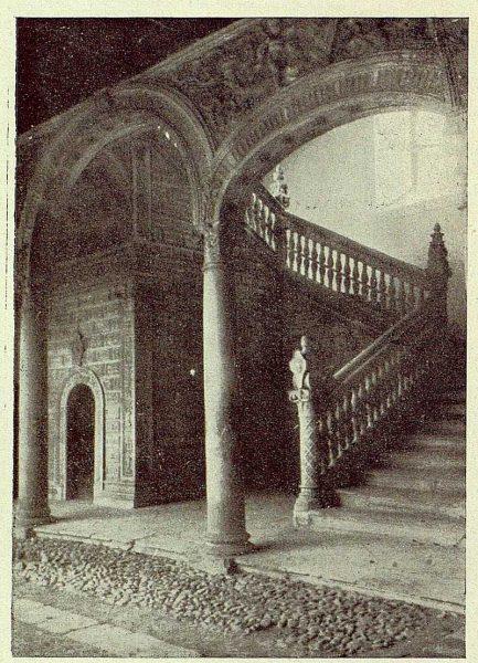 267_TRA-1929-272-Hospital de Santa Cruz, escalera-Foto Rodríguez