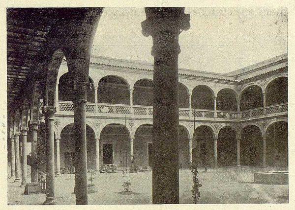271_TRA-1929-272-Hospital de Santa Cruz, patio principal-Foto Rodríguez