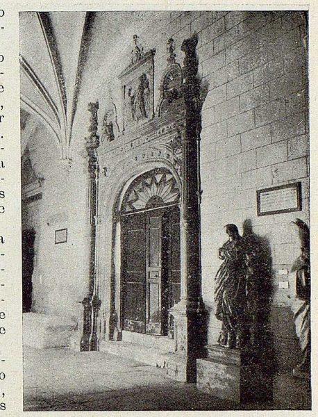 274_TRA-1929-272-Hospital de Santa Cruz, puerta del crucero-Foto Rodríguez