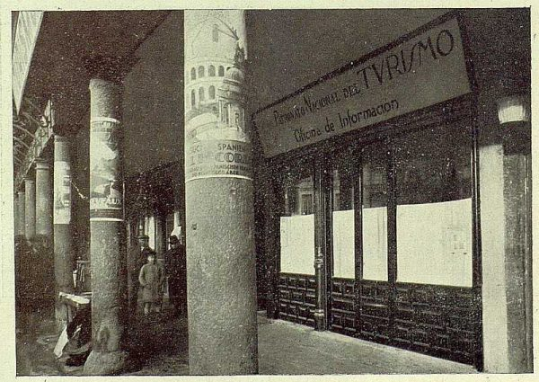 300_TRA-1930-275-Oficina de Información y Turismo, exterior-Foto Esteban