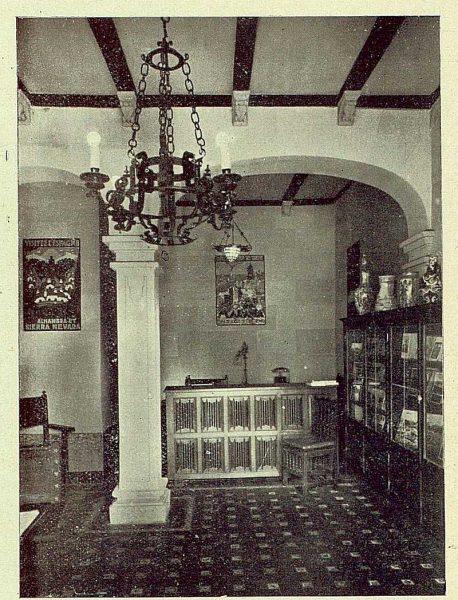 301_TRA-1930-275-Oficina de Información y Turismo, interior-Foto Esteban