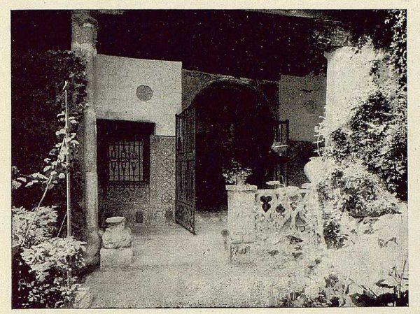 304_TRA-1921-178-Palacio de Benacazón, patio y portal