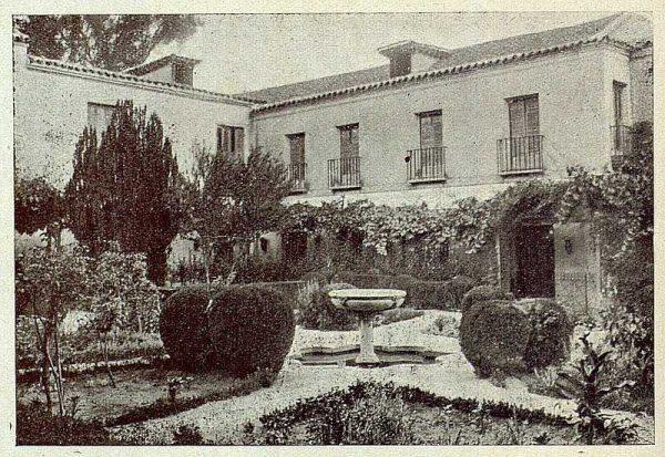 318_TRA-1921-175-Palacio de Buenavista, uno de los jardines