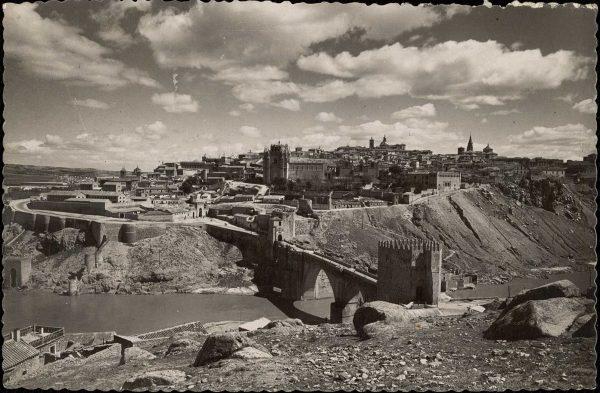 32 - 1952-11-00 - 116 - Toledo - Puente de San Martín y vista general