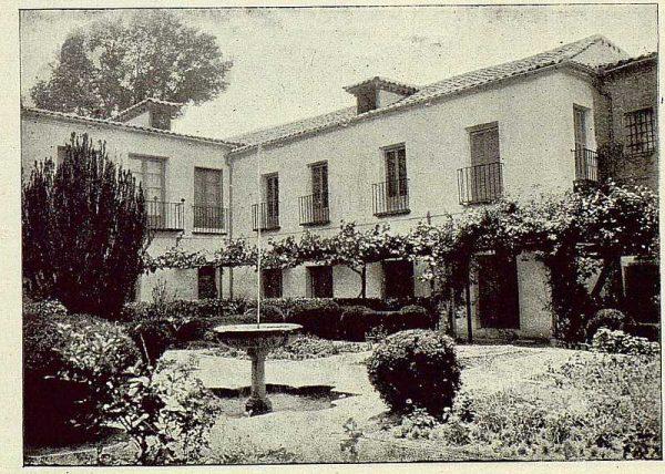329_TRA-1925-219-Palacio de Buenavista, jardín interior-Foto Rodríguez