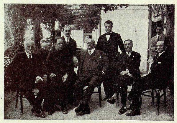 332_TRA-1926-232-Palacio de Buenavista, el Conde de Romanones con los Académicos toledanos-Foto Rodríguez