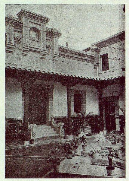 351_TRA-1924-203-Palacio de Higares de los Duques de la Vega, patio-Foto Rodríguez