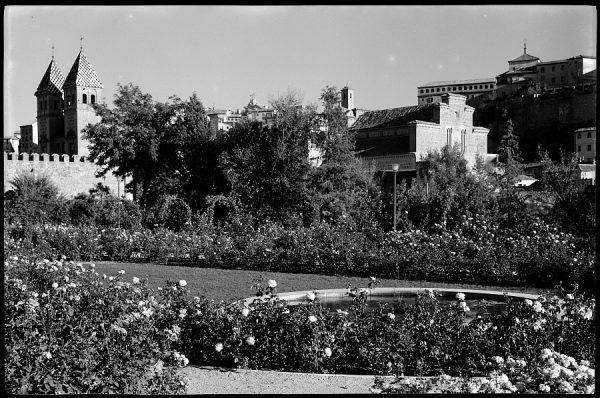 36 - 1961-04-00 - Toledo - Rosaleda del paseo de Merchán
