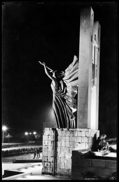 503 - Toledo - Vista del costado izquierdo del monumento a los Héroes del Alcázar