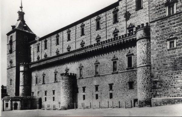 509 - Toledo - El Alcázar. Fachada Este antes del asedio
