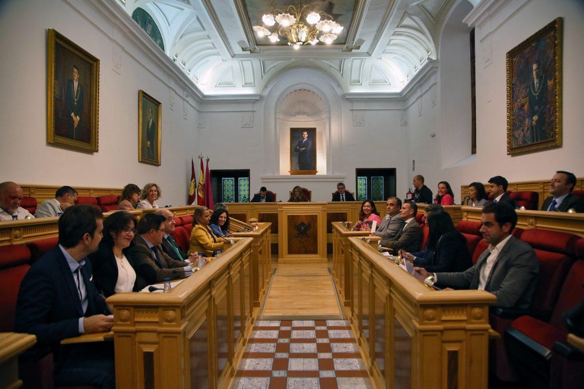 http://www.toledo.es/wp-content/uploads/2019/10/756a9799-1200x800.jpg. El Pleno municipal aprueba el proyecto de modificación de las Ordenanzas Fiscales y Precios Públicos para el ejercicio 2020
