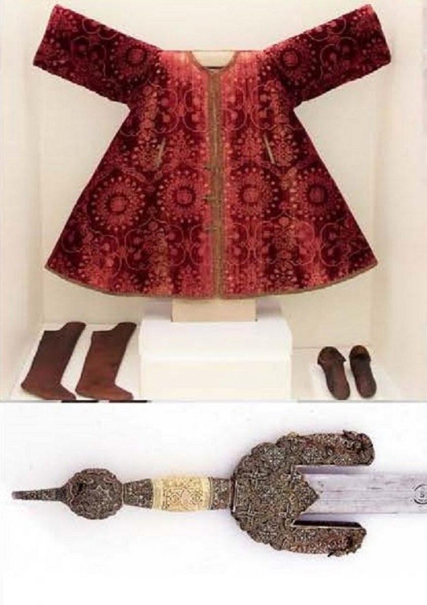 https://www.toledo.es/wp-content/uploads/2019/10/boabdil-marlota-zapatos-espada-848x1200.jpg. Museo en vivo: El último rey de Granada