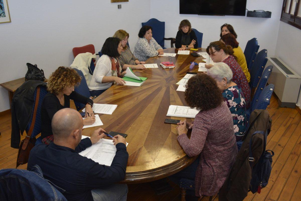 http://www.toledo.es/wp-content/uploads/2019/10/comision-de-igualdad-1200x800.jpg. El Plan de Igualdad para empleados y empleadas del Ayuntamiento toma forma con el estudio de propuestas y medidas
