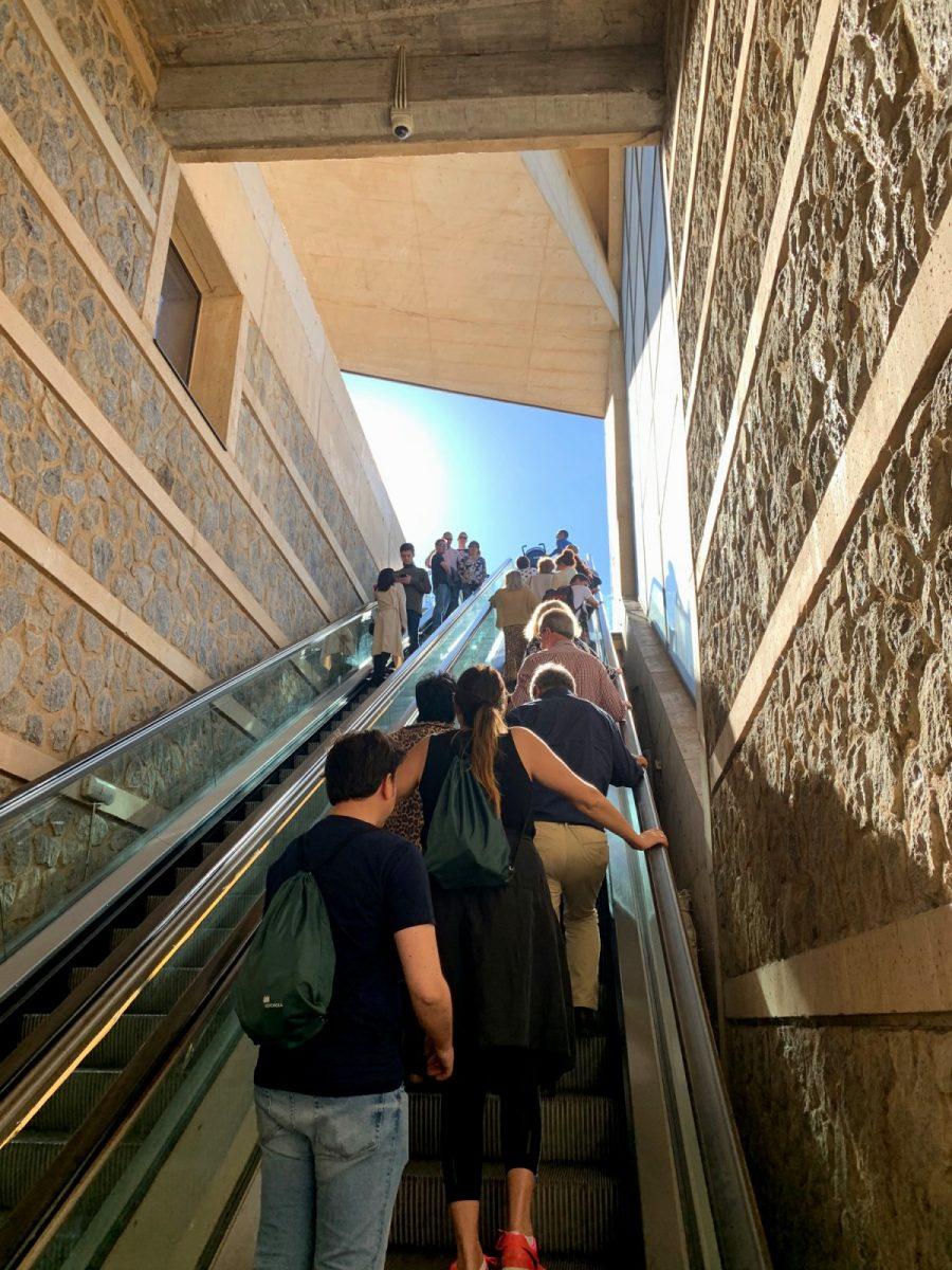 http://www.toledo.es/wp-content/uploads/2019/10/escaleras-mecanicas-safont-miradero-900x1200.jpg. Las escaleras mecánicas del Miradero vuelven a estar operativas tras las reparaciones realizadas en dos tramos de bajada