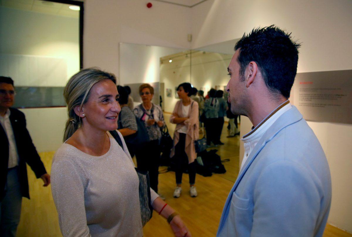 http://www.toledo.es/wp-content/uploads/2019/10/expo-1-1200x810.jpeg. Milagros Tolón destaca el binomio talento juvenil y solidaridad en la muestra 'Clave de luz' del reportero gráfico Roberto Núñez