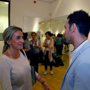 ilagros Tolón destaca el binomio talento juvenil y solidaridad en la muestra 'Clave de luz' del reportero gráfico Roberto Núñez