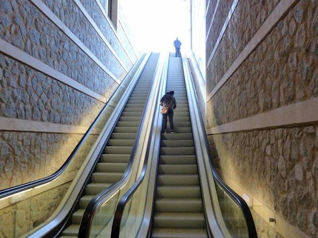 http://www.toledo.es/wp-content/uploads/2019/10/fotonoticia_20190808124452_640.jpg. Dos tramos de bajada de las escaleras mecánicas del Miradero permanecerán cerrados cinco días por la reparación del montaje