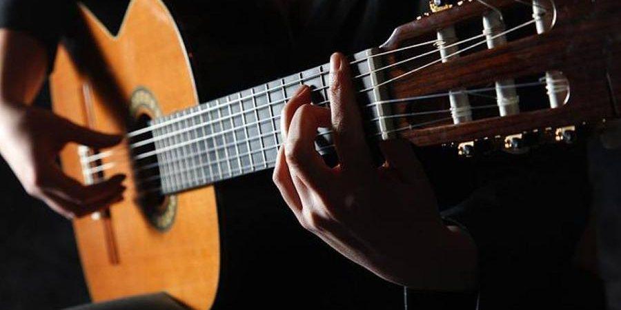 https://www.toledo.es/wp-content/uploads/2019/10/guitarraclasica-900x450.jpg. Música en la biblioteca: Concierto de guitarra clásica