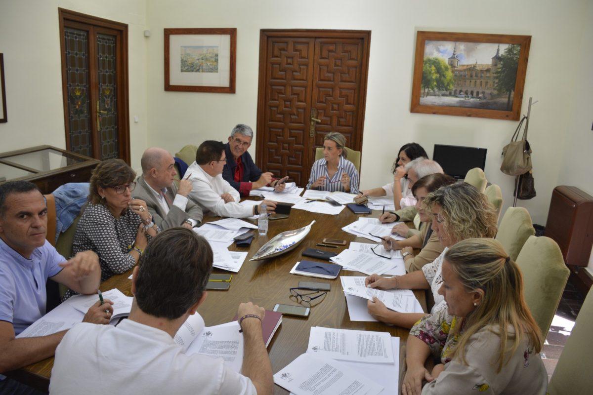 http://www.toledo.es/wp-content/uploads/2019/10/junta-de-gobierno_20191009-1-1200x800.jpg. Acuerdo con Fomento y  Junta de Comunidades para el Área de Renovación Urbana del Casco Histórico con más de dos millones de euros.