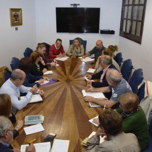 l Gobierno local reúne a las asociaciones de vecinos en el Ayuntamiento para detallar la programación de Navidad y Reyes 2019-2020