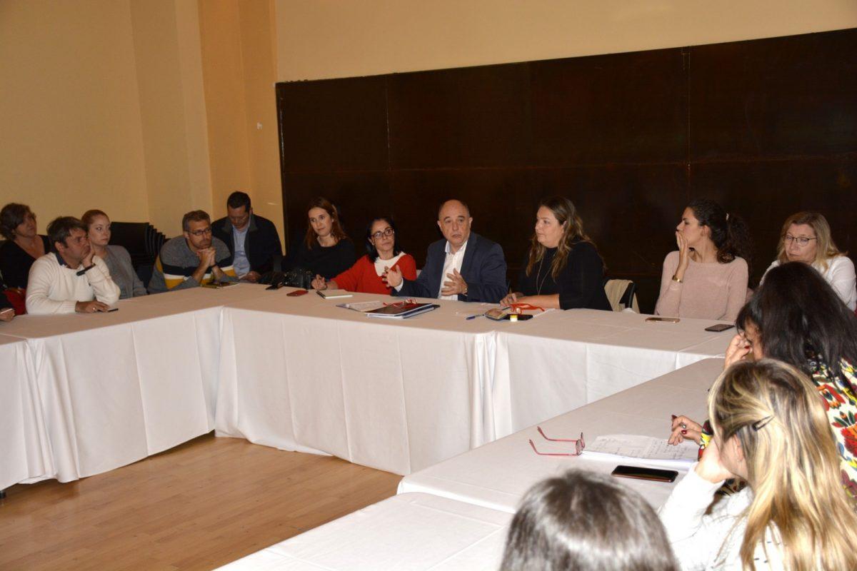 http://www.toledo.es/wp-content/uploads/2019/10/reunion_sicted-1200x800.jpg. El Gobierno local comparte con los profesionales del sector la estrategia municipal para profundizar en la excelencia turística