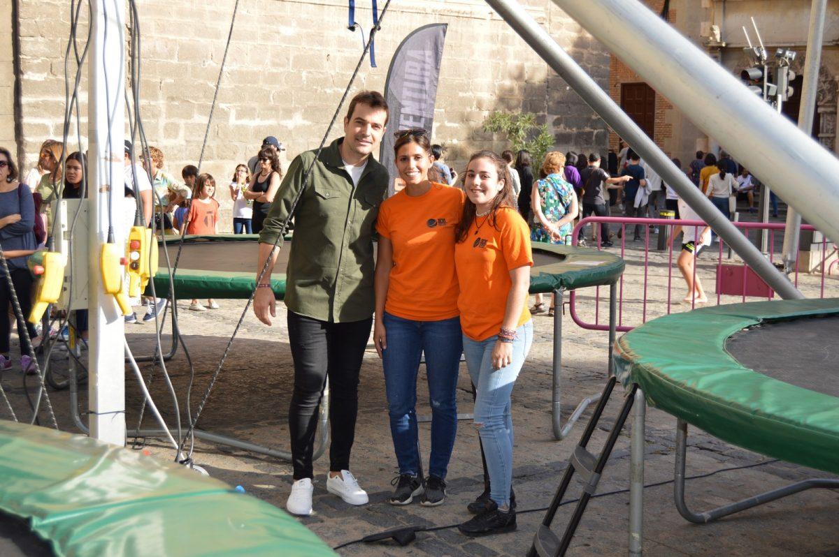http://www.toledo.es/wp-content/uploads/2019/10/semana-de-la-juventud_actividades_2-1200x798.jpg. Concluye la XXXI Semana de la Juventud en la plaza del Ayuntamiento con actividades de ocio como un rocódromo o un jumping de cuatro camas