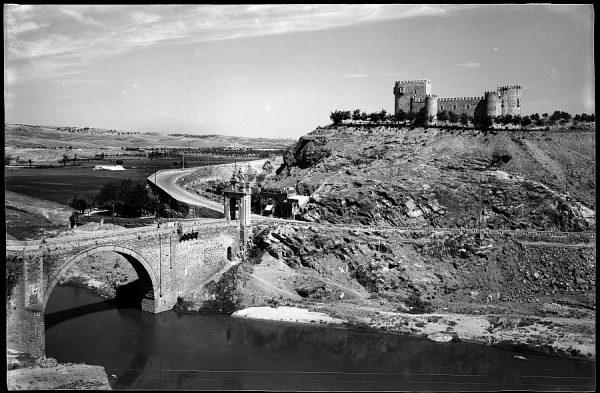 Toledo - Puente de Alcántara y castillo de San Servando