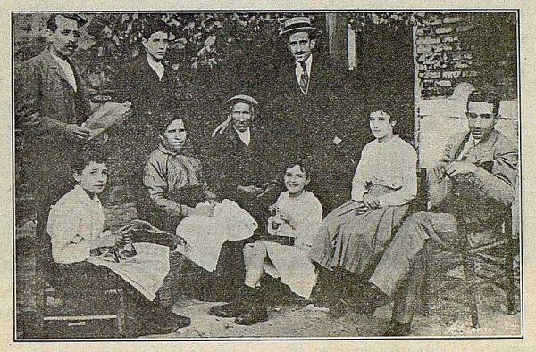 TRA-1916-060-El maestro Camarero con su familia-Foto Ciarán