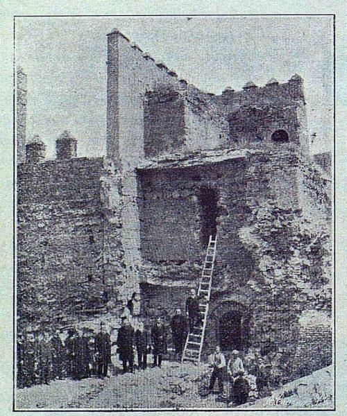TRA-1916-063-La Antigua Puerta de Visagra antes de restaurarla-Foto Lucas Fraile