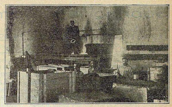 TRA-1917-083-La Carmencita, sección de jabones, sobrino de Domingo Marín
