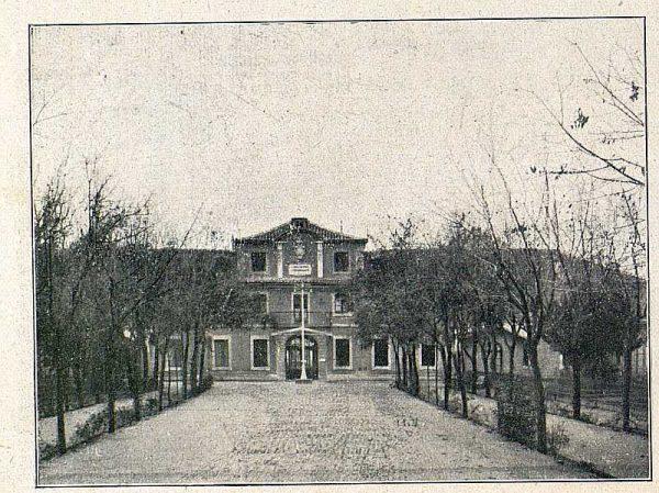 TRA-1918-096-Fábrica de Armas, entrada principal