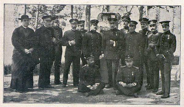 TRA-1918-096-Fábrica de Armas, Jefes y Oficiales