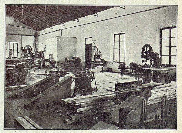 TRA-1918-096-Fábrica de Armas, taller de carpintería
