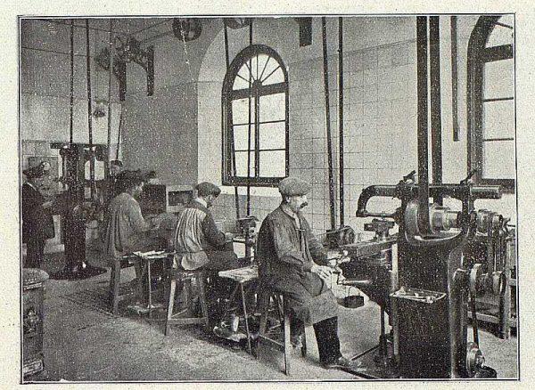 TRA-1918-096-Fábrica de Armas, taller de material quirúrgico