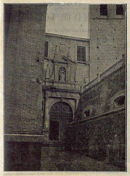 TRA-1920-155-Portada de la Iglesia del Convento de San Pedro Mártir-Foto Lozano