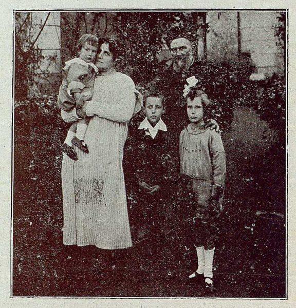 TRA-1921-163-Sebastián Aguado Portillo y familia