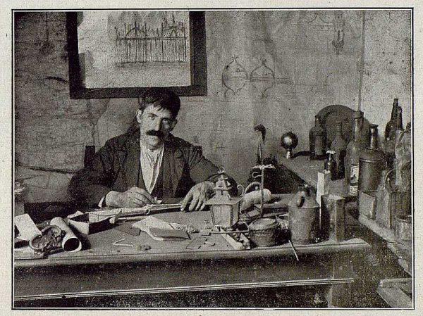TRA-1921-172-Julio Pascual haciendo un proyecto-Foto Rodríguez