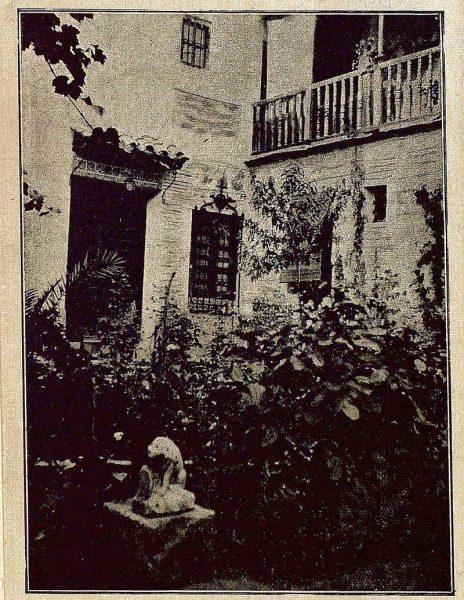 TRA-1921-172-Patio de la casa de Julio Pascual-Foto Rodríguez